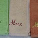 Nombres en toalla